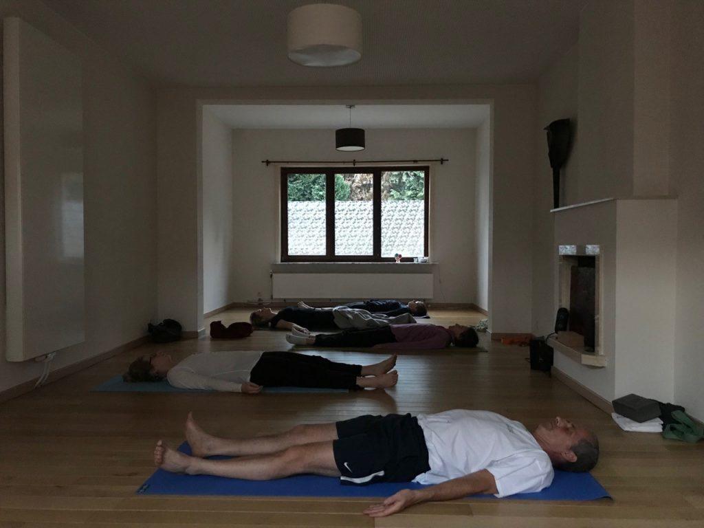 Cours de groupe de yoga par Madeleine Rommel | Prévention Yoga Massage à Woluwe-Saint-Pierre & Wezembeek Oppem